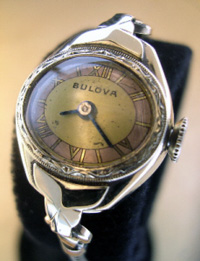 1949 Bulova ladies wrist watch 2 tone dial