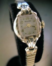 1952 Ladies Bulova in 10k r.g.p.